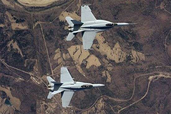 Overhead view of an F-18E (top) and F-18C (bottom)