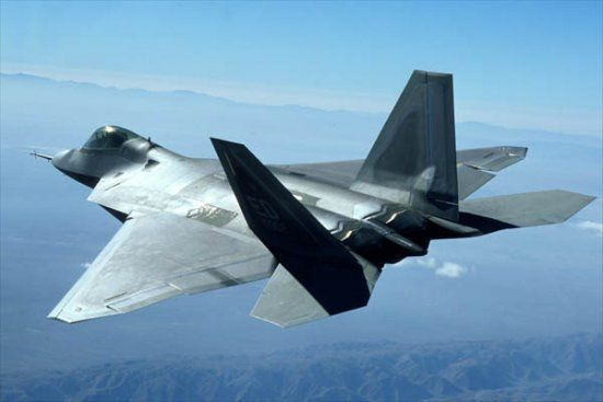 http://www.aerospaceweb.org/aircraft/fighter/f22/f22_09.jpg