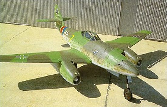 http://www.aerospaceweb.org/aircraft/fighter/me262/me262_01.jpg