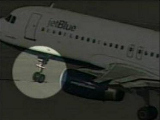 JetBlue A320 about to touch down for its emergency landing