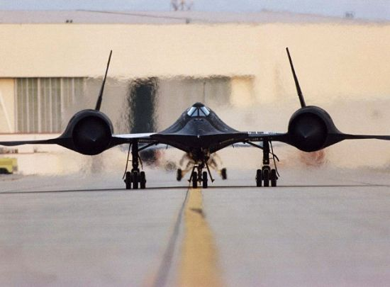 Canted vertical stabilizers on the SR-71