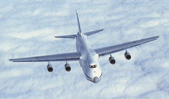 http://www.aerospaceweb.org/aircraft/transport-m/an124/an124_02.jpg