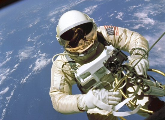 Astronauts Begin Shuttle Mission's First Spacewalk