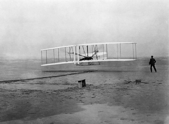 http://www.aerospaceweb.org/question/history/top10/wright-flyer.jpg