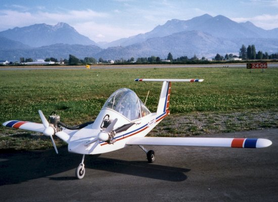 Cri-Cri, the world's smallest twin-engine plane
